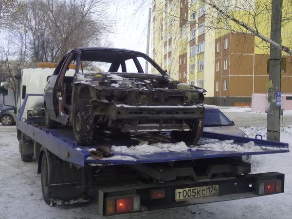 Эвакуация  ВАЗ 2112 - сгорел во дворе дома